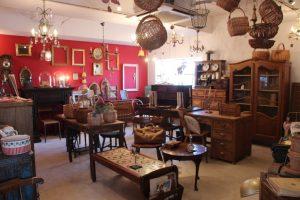 ノイカフェが展開するアンティーク雑貨・家具店、「antique arles (アンティークアルル)」箕面市