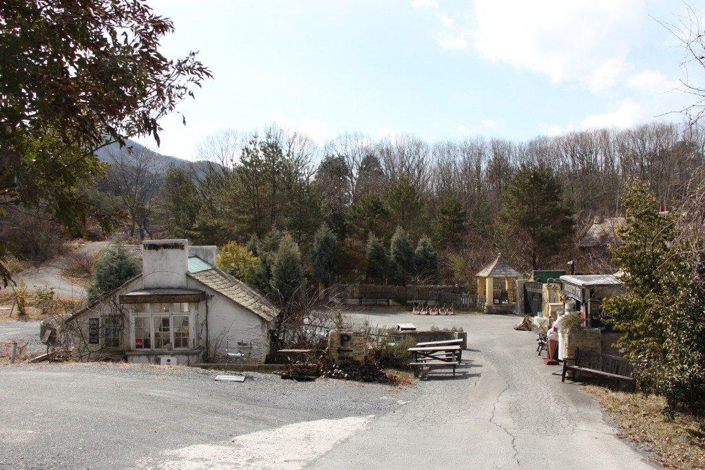 まるで不思議の国のアリス!京都にあるイギリス、「ドゥリムトン村」へ。