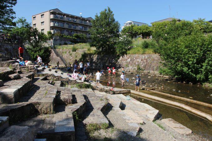 箕面市で川遊びが出来る公園。箕面西公園(箕面川親水公園)|北摂てくてく