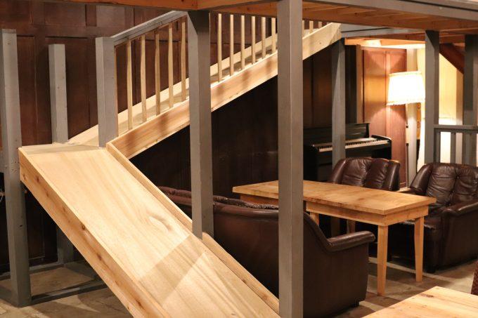 茨木市の子連れで行けるカフェ、木のすべり台・キッズスペースがある「ツミキ食堂」